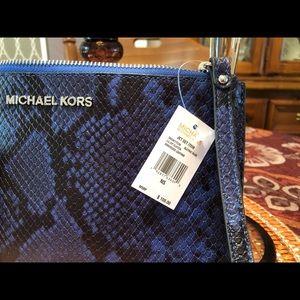 MICHAEL Michael Kors Bags - NWT MICHAEL Michael Kors large zip clutch